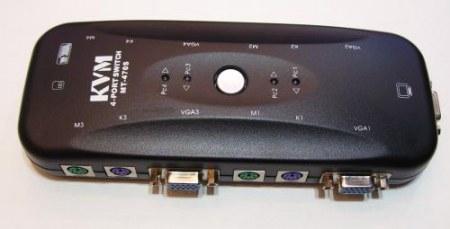 Átkapcsoló KVM switch VGA + PS/2 4db PC-hez (kábelszett nélkül) AKCIÓS !!!!!!! KIFOGYOTT !!!!!!