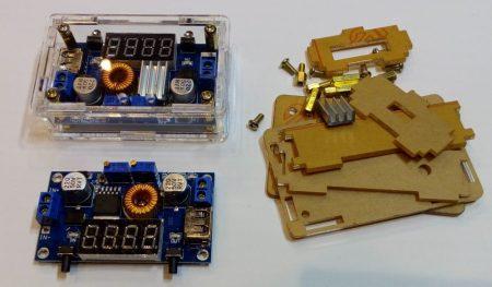 DC – DC lefelé állítható áram és feszültség stabilizátor 0-5A -ig, digitális kijelzővel, USB kimenettel, PLEXI dobozzal (hut_097000) AKCIÓS !!!!! KIFOGYOTT !!!!!