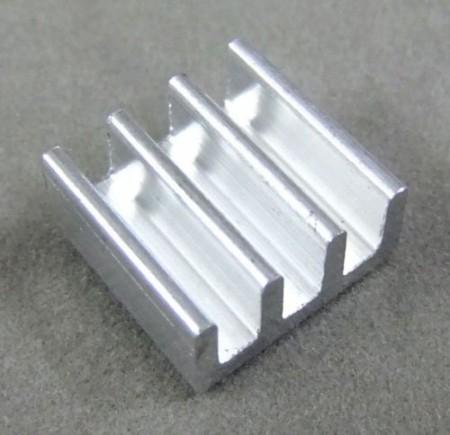 Mini hűtőborda dc-dc áramkörökhöz öntapadós kivitel 11x11x5mm hut_090447 KAPHATÓ !!!!!!